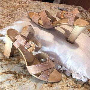 Chic Franco Sarto beige patent leather sandals